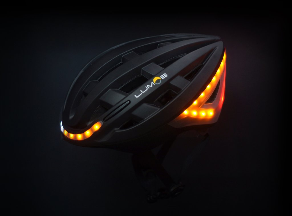 Señales lumínicas que componen el casco para comunicar y ser visto ©Lumos Helmet