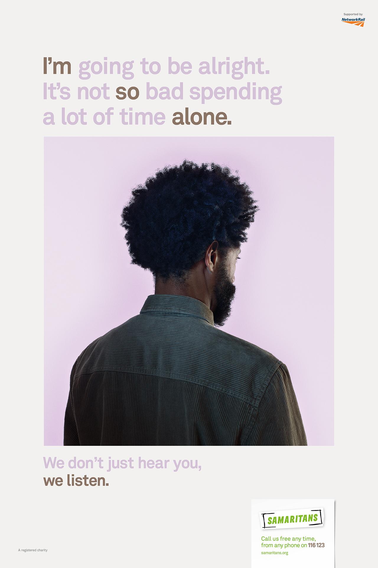 """""""Voy a estar bien. No es tan malo pasar mucho tiempo solo."""" Afiche de la campaña ©Nadav Kander para MullenLowe, Londres"""